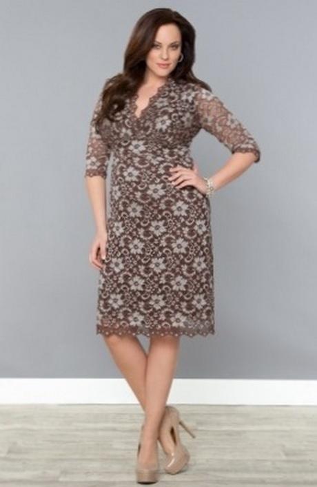 Grote maten jurken in verschillende stoffen Jurken heb je in verschillende stoffen en materialen, elk materiaal heeft zijn specifieke eigenschappen. Sommigen geven je een prachtig silhouet en anderen accentueren je mooie rondingen of je volle boezem.